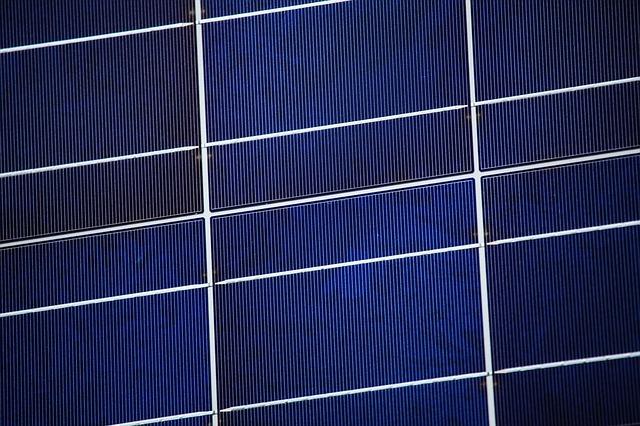 Solarmodule an Hauswänden und Balkonen