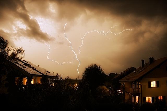 Blitzeinschlag und Überspannung
